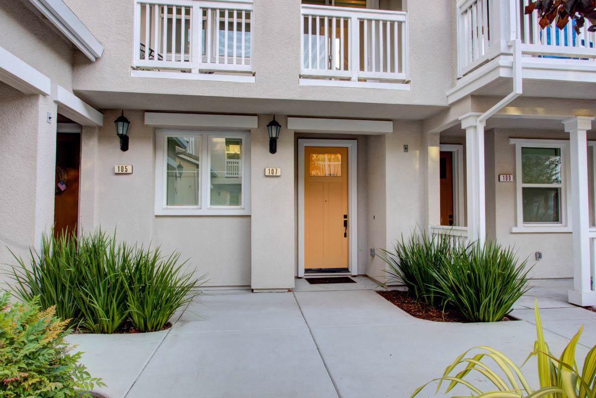 107 Maidenhair Terrace - Photo 1