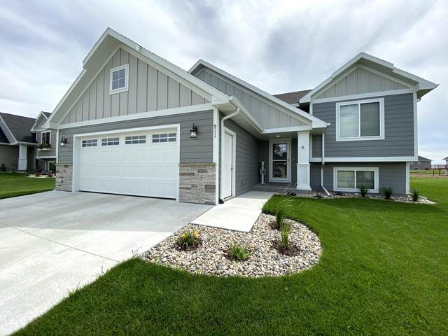 911 Steamboat Trail, Brookings, SD 57006 (MLS #20-590) :: Best Choice Real Estate
