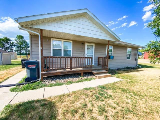 137 Twin Oaks Lane, Brookings, SD 57006 (MLS #21-415) :: Best Choice Real Estate