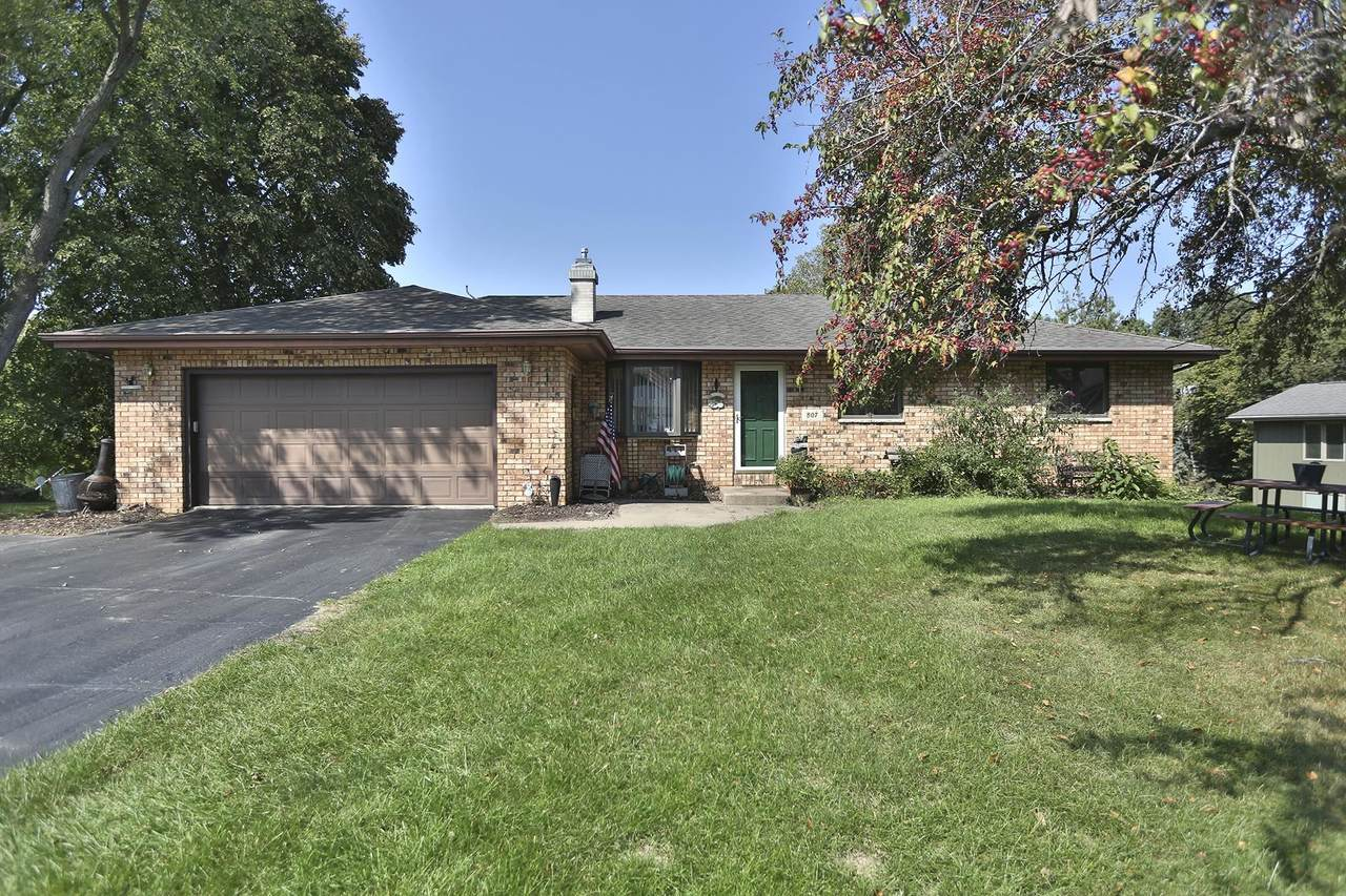 807 Valley View Drive - Photo 1