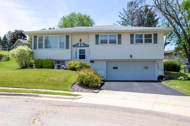 2227 Chippewa Drive, Dubuque, IA 52001 (MLS #142546) :: EXIT Realty Dubuque, Dyersville & Maquoketa