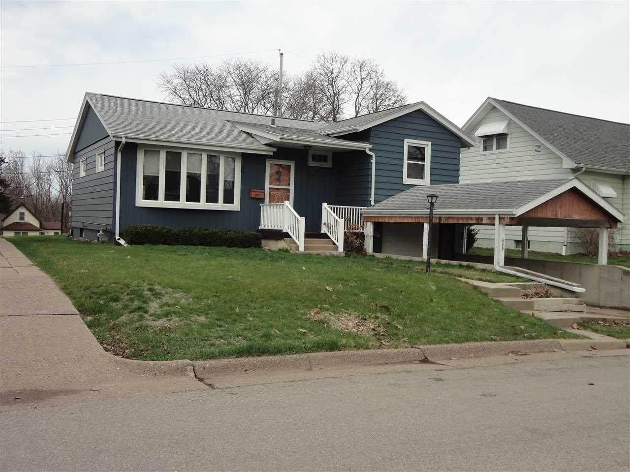 889 Cottage Place - Photo 1
