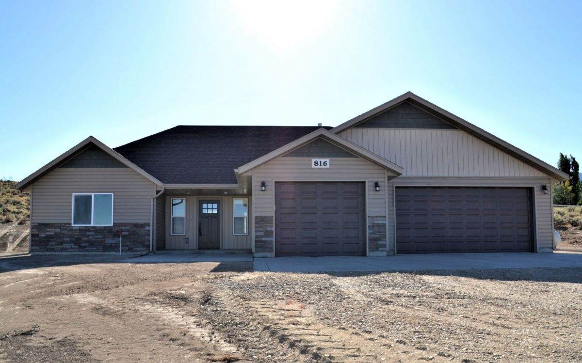 792 Sterling Drive - Photo 1