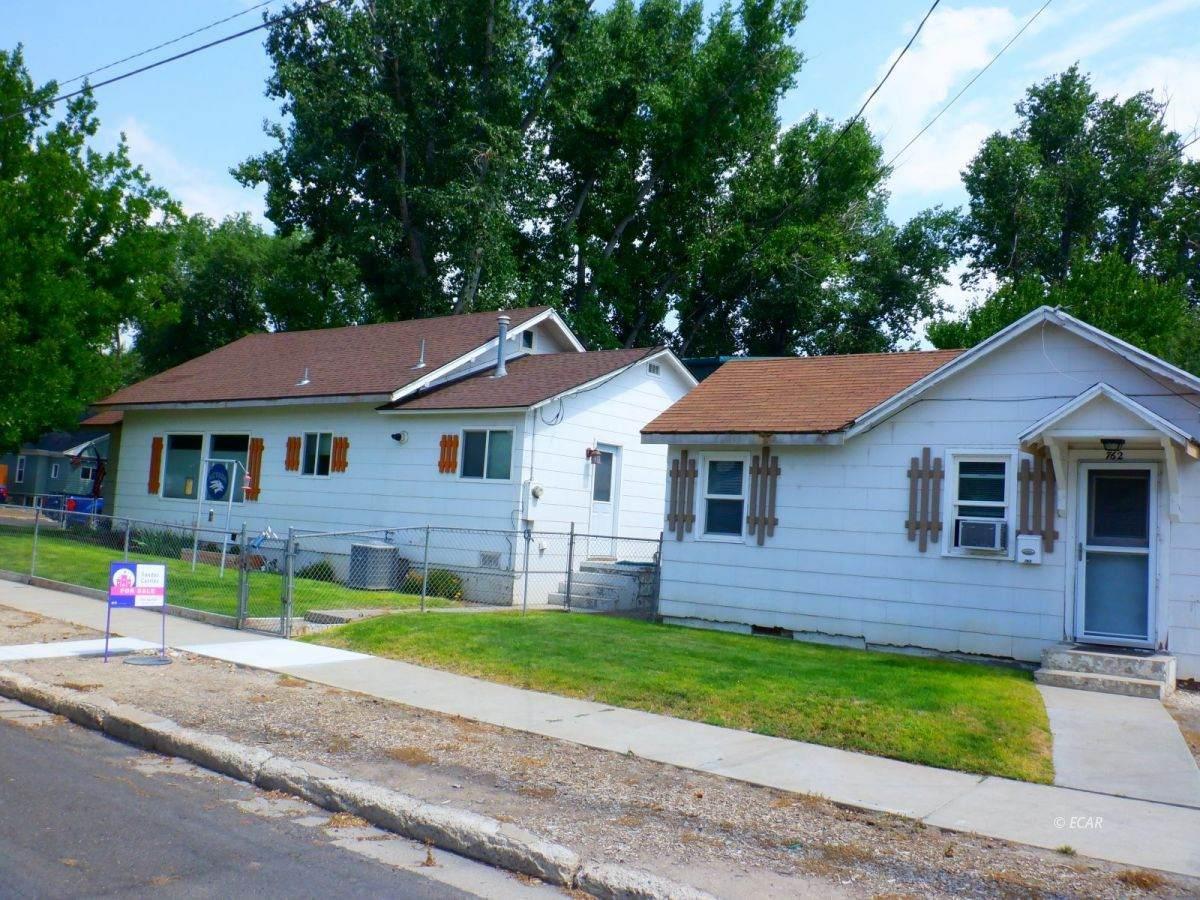302 Oak Street - Photo 1