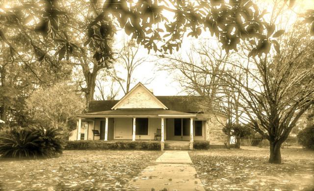 28 E Live Oak Avenue, Defuniak Springs, FL 32435 (MLS #789335) :: ResortQuest Real Estate