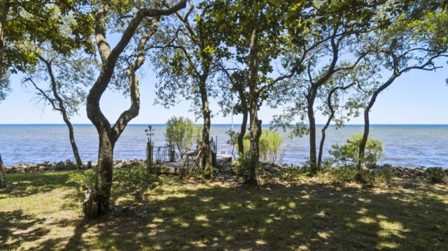 5664 E Bay Boulevard, Gulf Breeze, FL 32563 (MLS #823032) :: Scenic Sotheby's International Realty