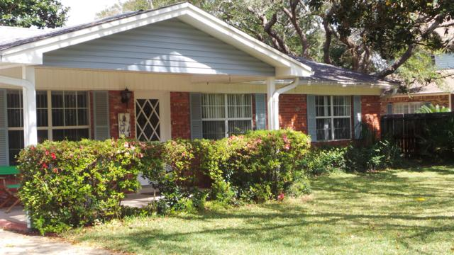 331 NE Yacht Club Drive, Fort Walton Beach, FL 32548 (MLS #793502) :: Luxury Properties Real Estate