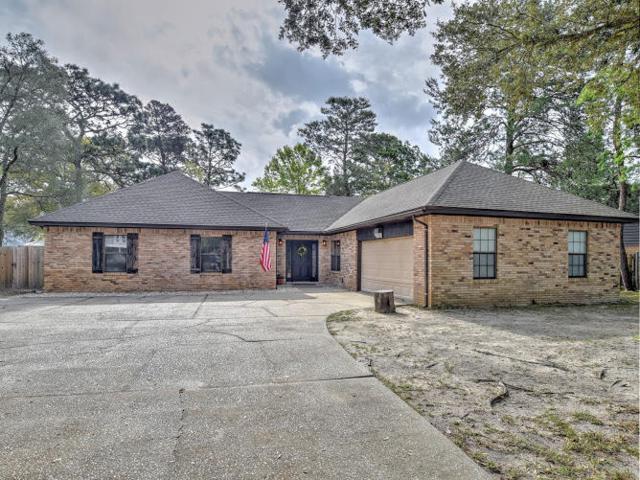 11 Hampton Circle, Niceville, FL 32578 (MLS #820396) :: ResortQuest Real Estate