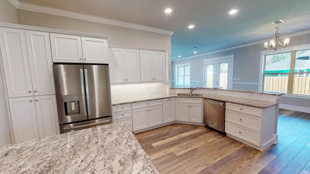 2144 Palmetto Lake Drive, Navarre, FL 32566 (MLS #881872) :: Coastal Luxury