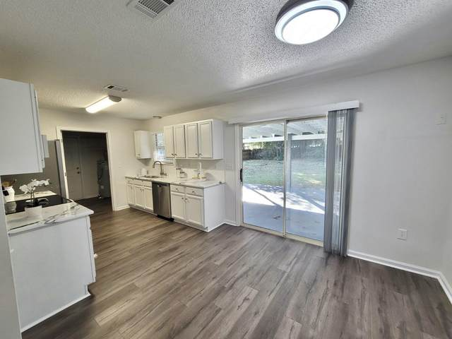 6116 N Magnolia Lane, Crestview, FL 32539 (MLS #883974) :: The Chris Carter Team