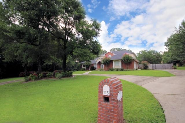 115 Old South Drive, Crestview, FL 32536 (MLS #779836) :: Classic Luxury Real Estate, LLC