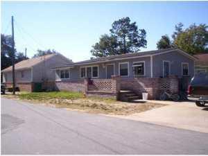 220 NW Poplar Avenue, Fort Walton Beach, FL 32548 (MLS #800340) :: Luxury Properties Real Estate