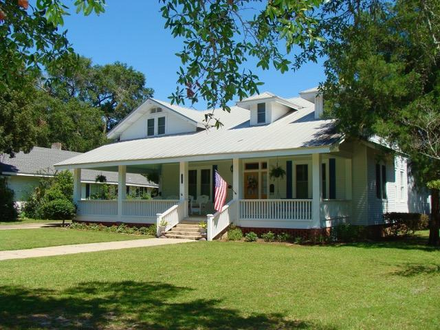 620 Circle Drive, Defuniak Springs, FL 32435 (MLS #818229) :: Classic Luxury Real Estate, LLC