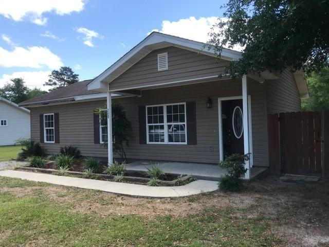 208 Cypress Avenue, Defuniak Springs, FL 32433 (MLS #822698) :: Classic Luxury Real Estate, LLC