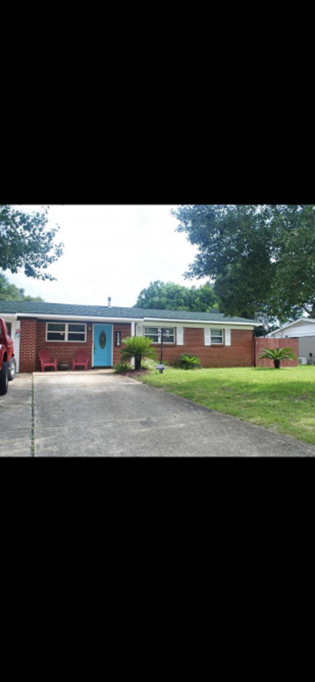 128 NW Holmes Boulevard, Fort Walton Beach, FL 32548 (MLS #826623) :: Classic Luxury Real Estate, LLC