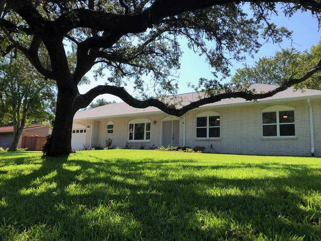 705 Poinciana Drive, Gulf Breeze, FL 32561 (MLS #831570) :: Berkshire Hathaway HomeServices PenFed Realty