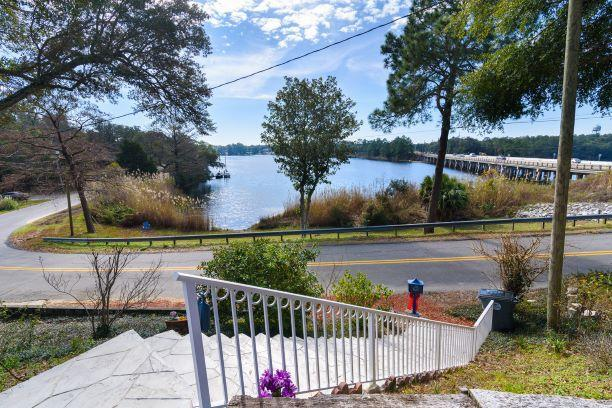 1111 N Bayshore Drive, Valparaiso, FL 32580 (MLS #814423) :: Luxury Properties Real Estate
