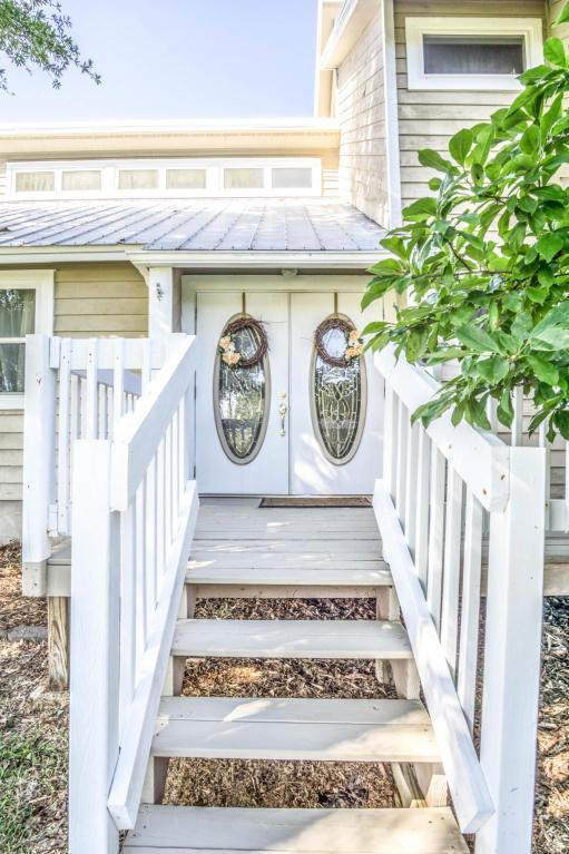 3814 Tiger Point Boulevard, Gulf Breeze, FL 32563 (MLS #796003) :: Classic Luxury Real Estate, LLC