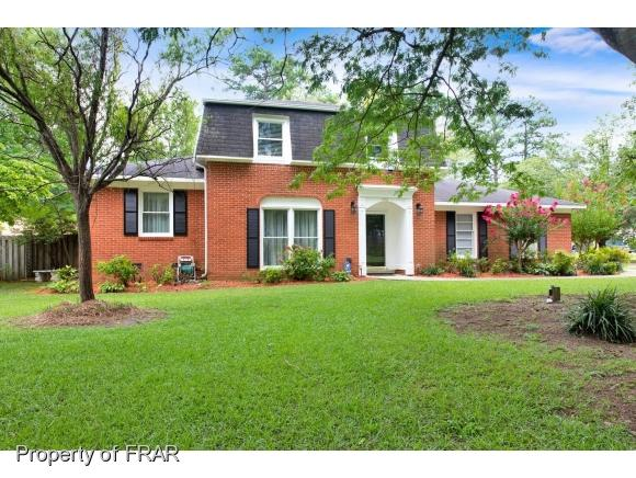 492 Lennox Dr, Fayetteville, NC 28303 (MLS #547613) :: The Rockel Group