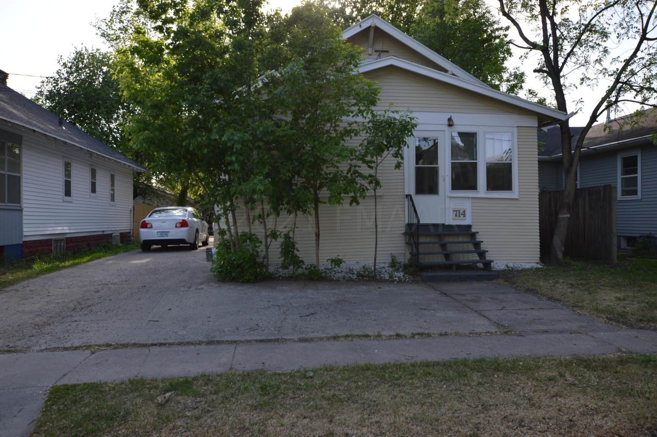 714 Oak Street - Photo 1