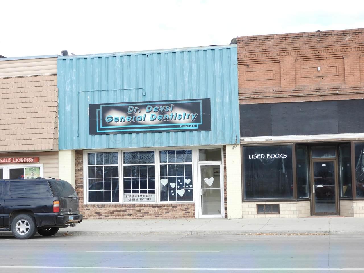 324 Dakota Avenue - Photo 1