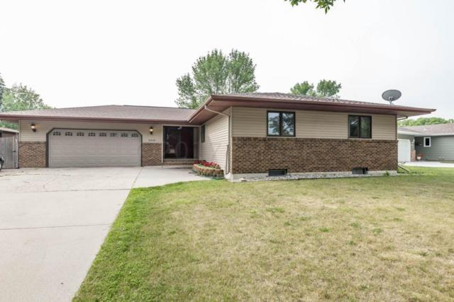 2908 Southgate Drive S, Fargo, ND 58103 (MLS #17-4407) :: FM Team