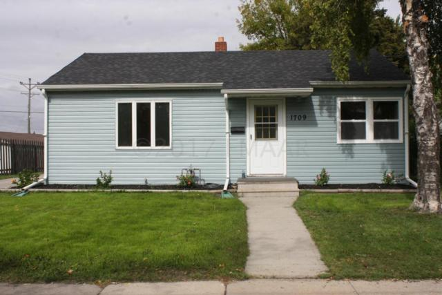 1709 2ND Avenue S, Fargo, ND 58103 (MLS #17-5706) :: FM Team