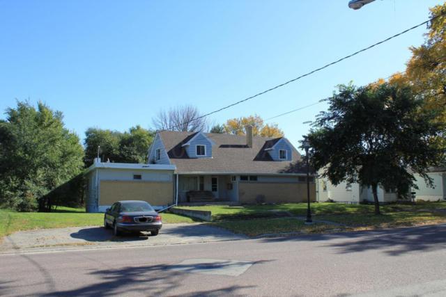 747 Oak Street N, Fargo, ND 58102 (MLS #17-6096) :: FM Team