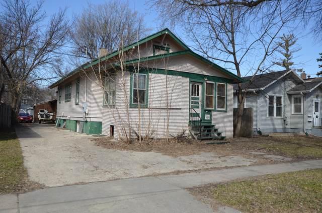 714 Oak Street N, Fargo, ND 58102 (MLS #20-2068) :: FM Team