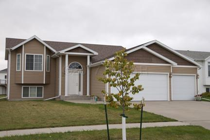 4416 10TH Street W, West Fargo, ND 58078 (MLS #17-5486) :: FM Team