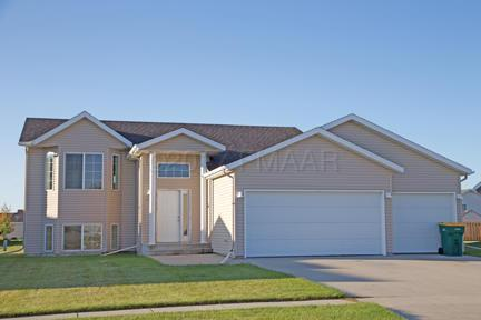 963 Westport Parkway, West Fargo, ND 58078 (MLS #17-5512) :: FM Team