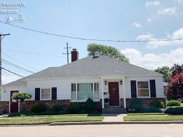 615 Jefferson Street, Port Clinton, OH 43452 (MLS #20193377) :: Brenner Property Group | Keller Williams Capital Partners