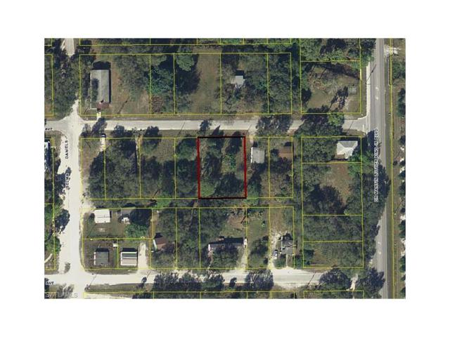 821 Suwanee Ave, Labelle, FL 33935 (#217038158) :: Homes and Land Brokers, Inc