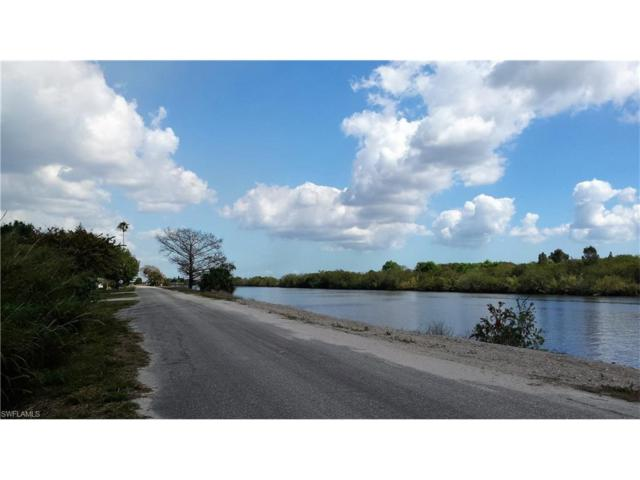 2485 Riverside Dr SW, Moore Haven, FL 33471 (#217046305) :: Homes and Land Brokers, Inc