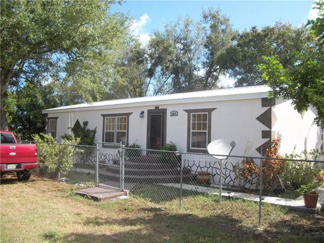 698 6th Street NW, Moore Haven, FL 33471 (#219065314) :: Caine Premier Properties