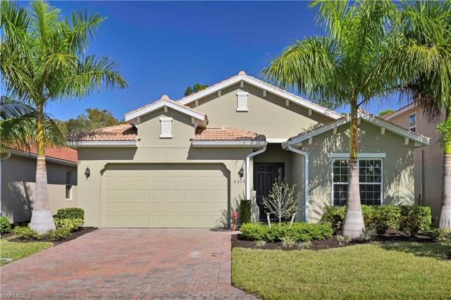 3216 Royal Gardens Ave, Fort Myers, FL 33916 (MLS #219075097) :: Kris Asquith's Diamond Coastal Group
