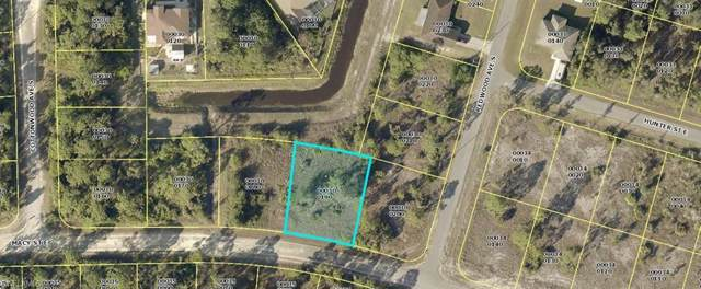 824 Carpenter St E, Lehigh Acres, FL 33974 (MLS #219075729) :: Clausen Properties, Inc.