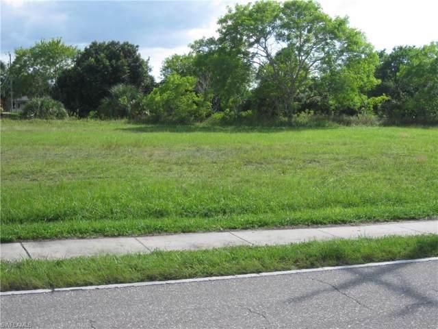 132 Nicholas Pky E, Cape Coral, FL 33990 (#219076557) :: The Dellatorè Real Estate Group