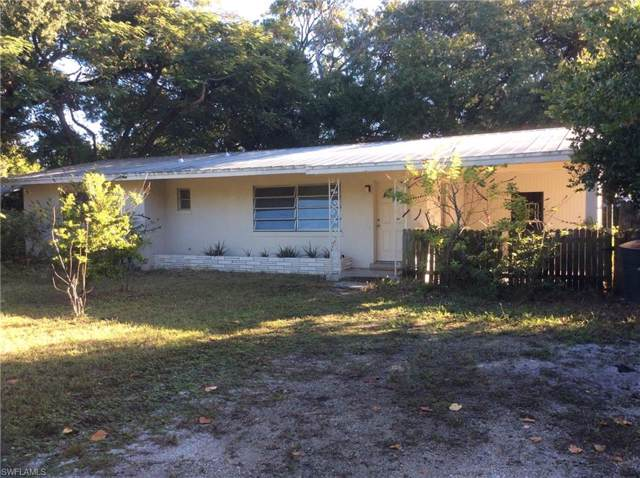 2323 Clifford St, Fort Myers, FL 33901 (#219081081) :: The Dellatorè Real Estate Group