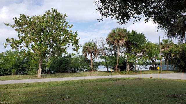 Corner Lot, Fort Myers, FL 33905 (MLS #219082195) :: RE/MAX Realty Team