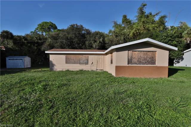 86 Glenmont Dr W, North Fort Myers, FL 33917 (#220000477) :: The Dellatorè Real Estate Group