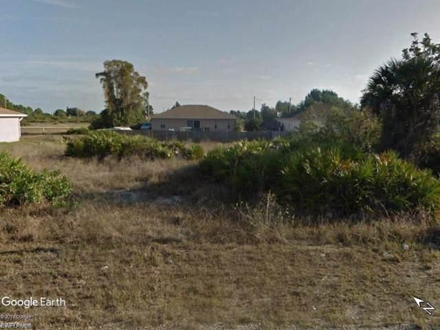 331 Palmyra Ave, Lehigh Acres, FL 33974 (#220004163) :: The Dellatorè Real Estate Group