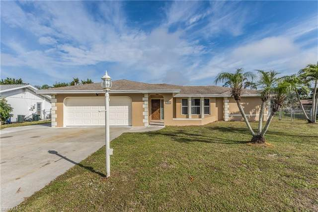 1427 Carmelle Dr, Fort Myers, FL 33919 (MLS #220009796) :: RE/MAX Realty Team