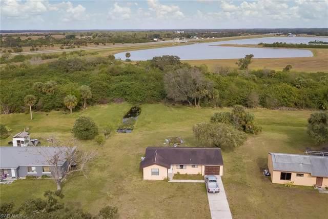 4049 N Edgewater Cir, Labelle, FL 33935 (MLS #220011513) :: Clausen Properties, Inc.