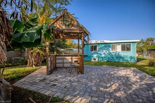 2246 Marina Park Dr, Fort Myers, FL 33905 (MLS #220012739) :: Palm Paradise Real Estate