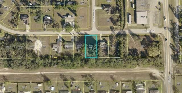 2208 Wyandotte Ave, Alva, FL 33920 (MLS #220013978) :: Clausen Properties, Inc.