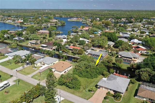 13516 Marquette Blvd, Fort Myers, FL 33905 (MLS #220022162) :: #1 Real Estate Services