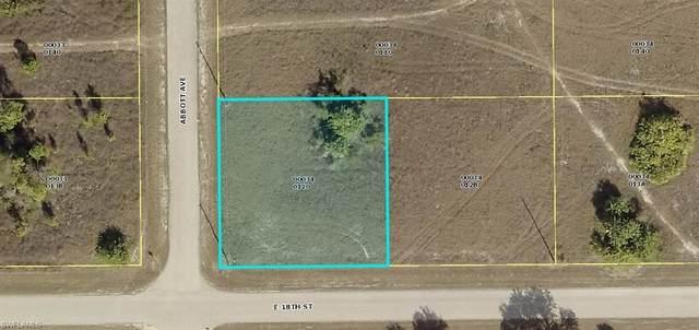 1800 Abbott Ave, Lehigh Acres, FL 33972 (#220024129) :: The Dellatorè Real Estate Group