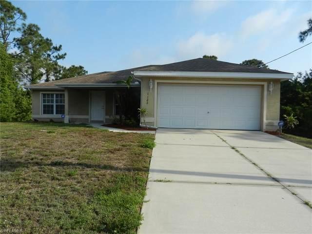 1123 Chipley St E, Lehigh Acres, FL 33974 (#220024976) :: Caine Premier Properties