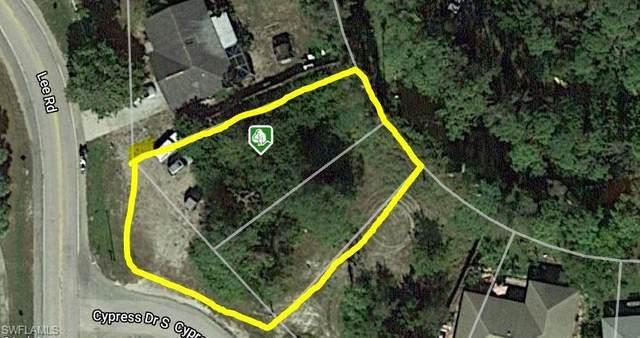 8245 Cypress Drive S, Fort Myers, FL 33967 (#220028202) :: The Dellatorè Real Estate Group